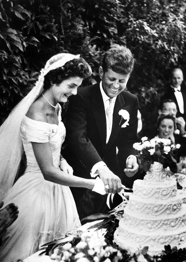Inoversum jackie kennedy style wedding dress for Jackie kennedy wedding dress designer